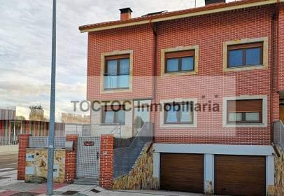 Casa pareada en calle de Palencia