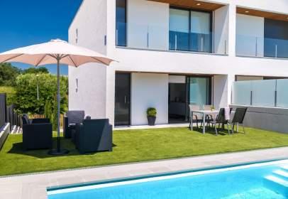 Casa adosada en Girona Capital - Urbanitzacions