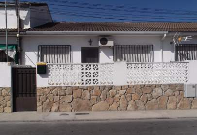 Terraced house in calle del Río Tormes