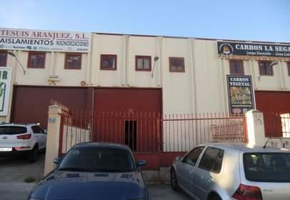 Nau industrial a calle de Gonzalo Chacón, prop de Glorieta de Antonio Clavet Fernández Victorio