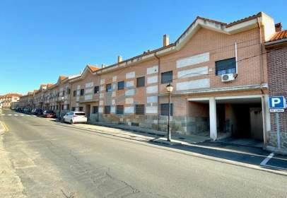 Dúplex en calle Avestruz