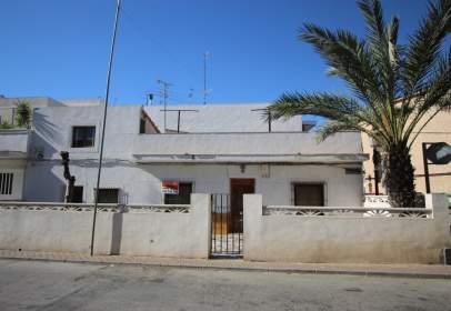 House in calle de Víctor Pradera