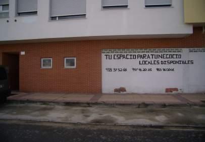 Local comercial en Avenida Encinas, nº 5
