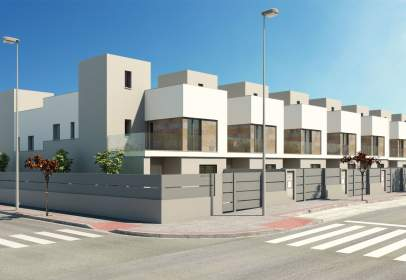 Casa adosada en calle de Fernando Quiñones,  3