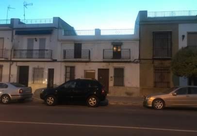 Casa en Avenida Veintiocho Febrero, cerca de Calle de Huelva