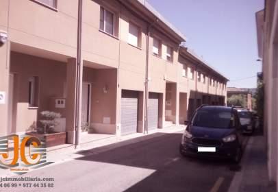 Casa adosada en calle Lleida