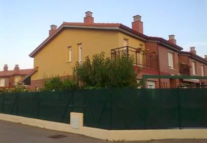 Casa adosada en calle Peña Gembres