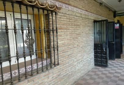 Local comercial en Avenida Carlota Alessandri, nº 95