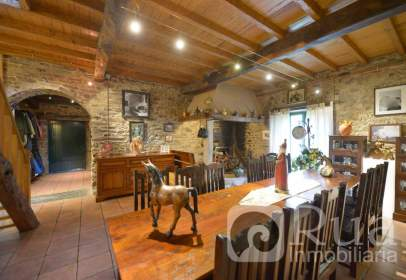 Chalet in calle Mabegondo