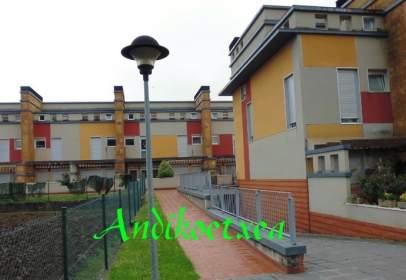 Casa adosada en calle Bakio
