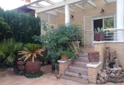Casa adossada a Urbanización Loma Bada