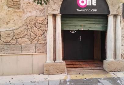 Local comercial en calle Isabel de Villena, nº 14