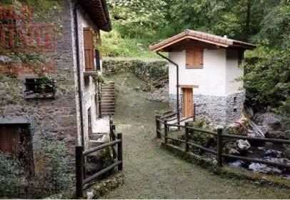 Casa rústica en calle Bargundia