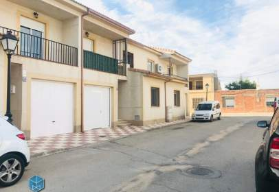 Chalet pareado en calle Francisco Pizarro