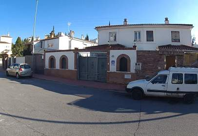 Casa pareada en calle Madroño