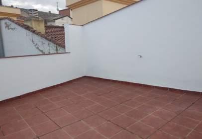 Dúplex en calle Serrallo
