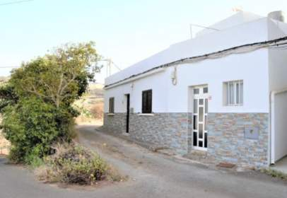 Single-family house in calle El Saucillo, nº 4