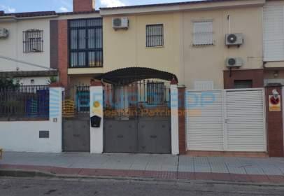 Terraced house in calle de Hernán Cortés, 27