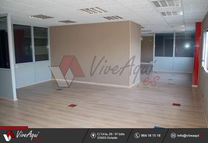 Commercial building in Granda-Tiñana-Hevia
