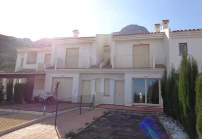 Casa aparellada a calle Atalayas de Polop