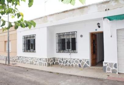 Casa adosada en calle Trovero Cantares, nº 16