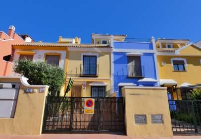 Casa adossada a calle de Infanta Cristina Roda