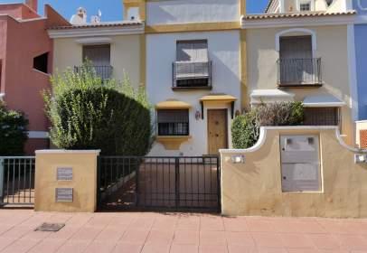 Casa adosada en calle Infanta Elena