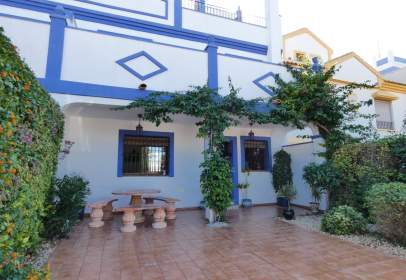 Paired house in calle Alfonso XIII