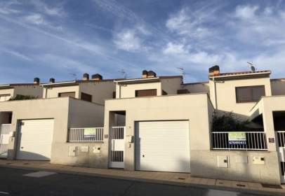 Paired house in calle Cañada Real, nº 99