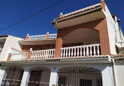Casa pareada en calle Pino