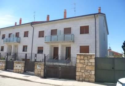 Casa pareada en calle Campillo