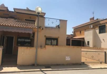 Casa pareada en calle Segovia, nº 1