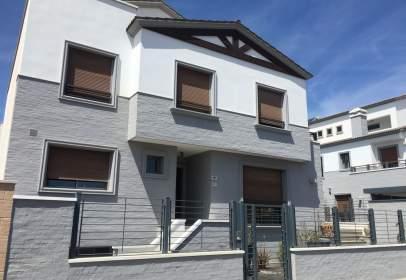Paired house in calle Nueva Carretas