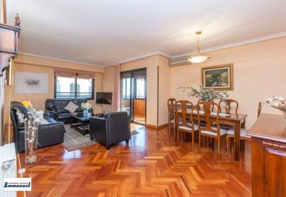 Apartamento en calle Pastora Imperio