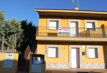 Casa adossada a calle Coronillas