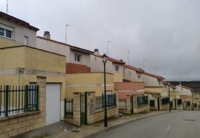 Casa aparellada a Plaza de las Hilanderas