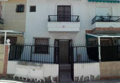 Paired house in Carrer de Guadalest, nº 3