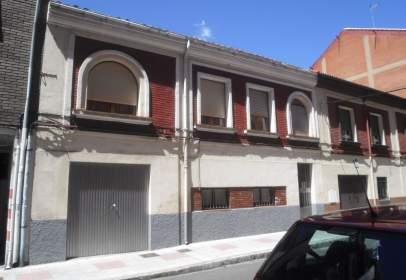 Casa a calle Leonor de Guzman