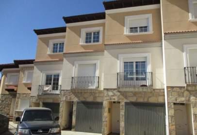 Casa aparellada a calle Alvaro de Luna, nº 21