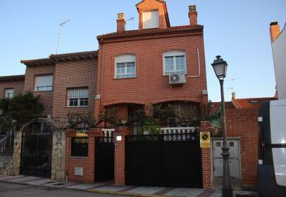Paired house in calle del Embalse de Bolarque