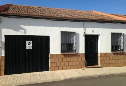 Casa adosada en calle de la Manzana