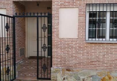Casa aparellada a calle Menorca, nº 24