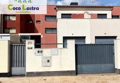 Casa pareada en calle Parada de Arriba, 20