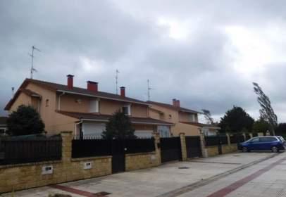 Casa aparellada a calle Logroño