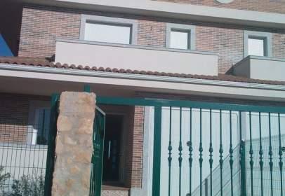 Casa adosada en calle Urbanización Cuatro Calzadas