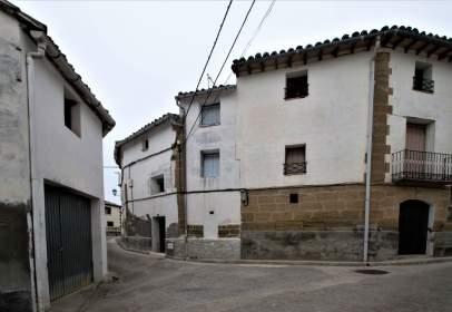 Casa pareada en calle Alta