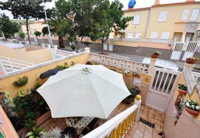 Paired house in calle Pintor Julio Viera
