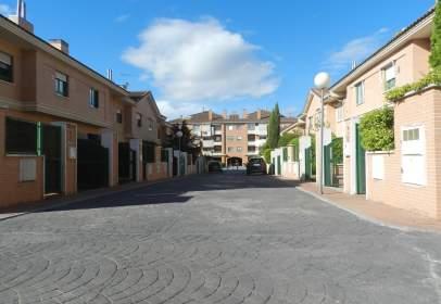 Casa pareada en calle Jacinto Benavente, nº 2