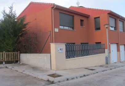 Casa adosada en calle del Castillo
