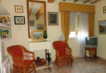 Casa adossada a Hontoria del Pinar